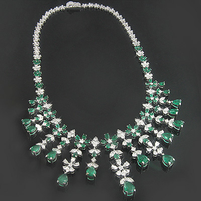 18K Gold Diamond & Emerald Necklace 15.17dtw 22.44etw