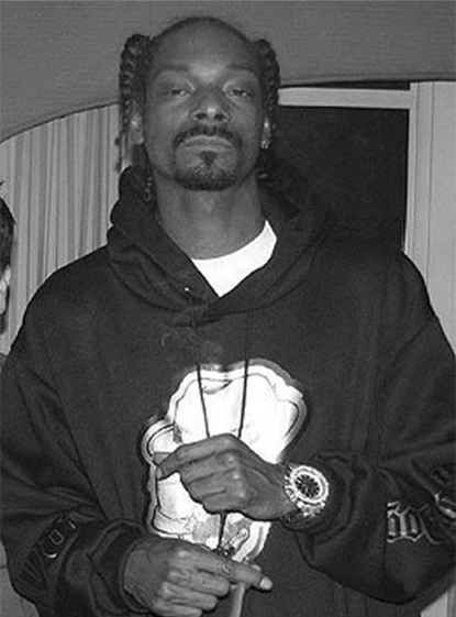 Snoop Dogg gets his Diamond Watch from ItsHot.com